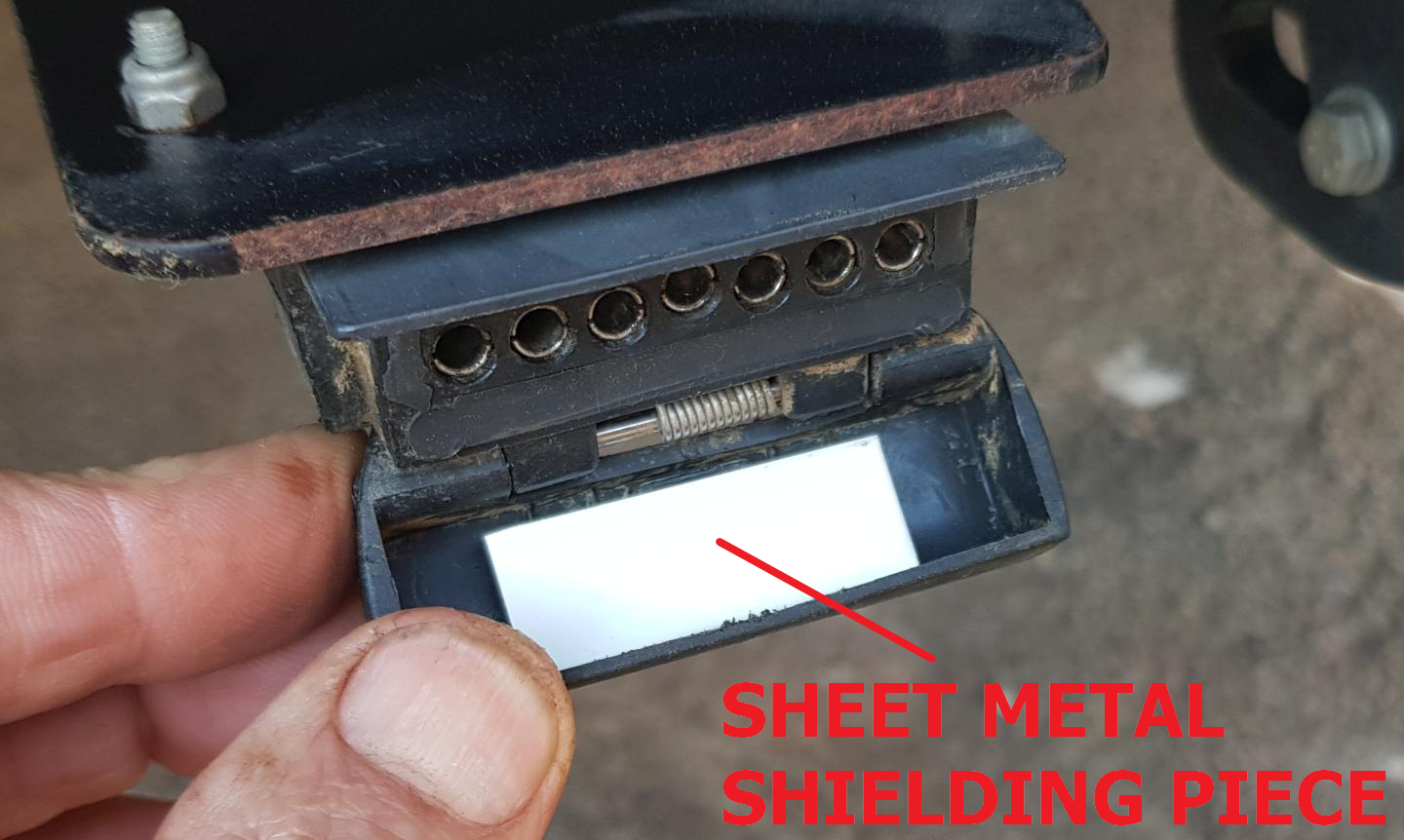 Trailer socket with shielding